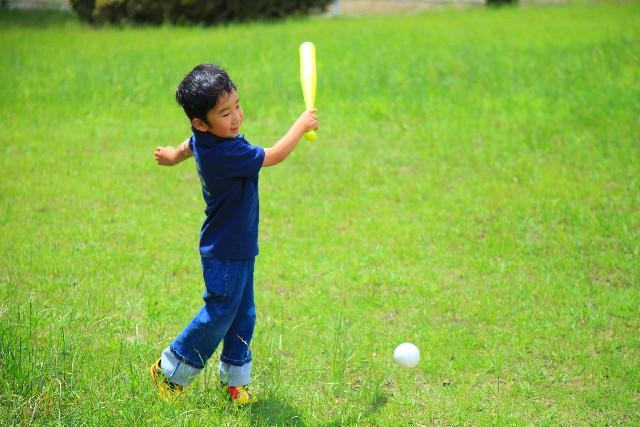 野球でスイングスピードを上げるには素振りを工夫する